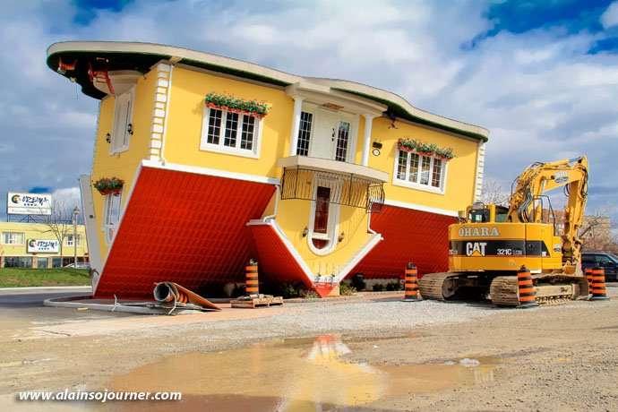 Niagara Upside Down House Facade