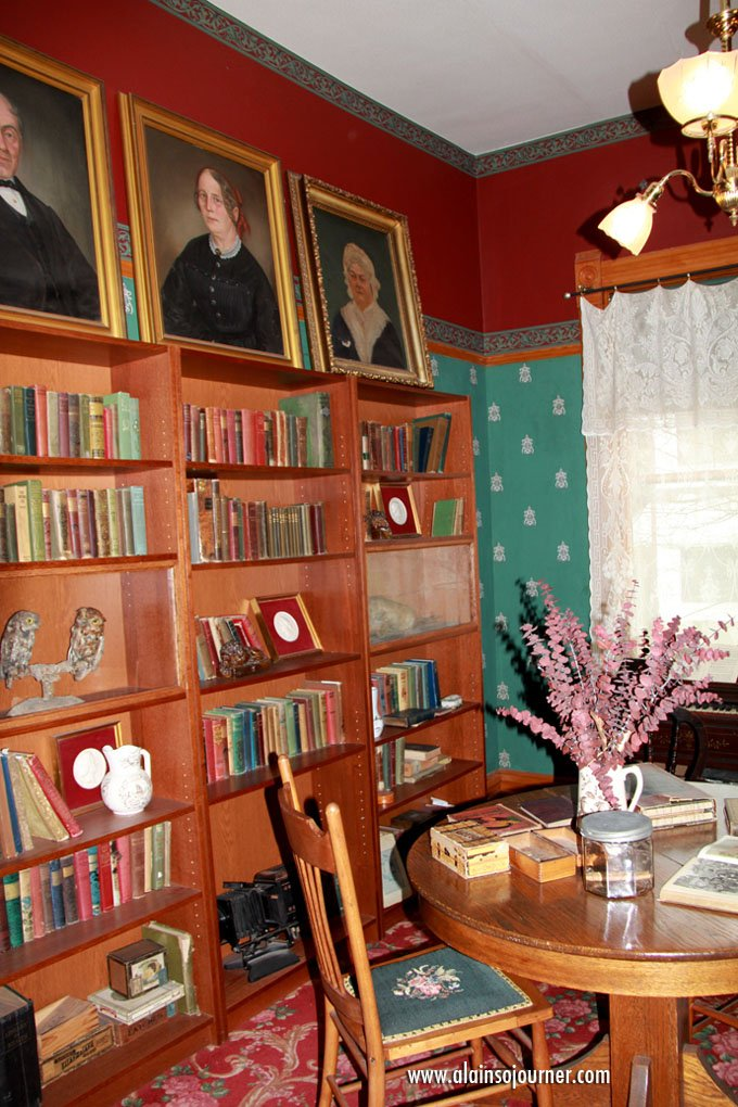The reading room / library. Hemingway accumulated thousands of books and most of them are now in the neighborhood's library.