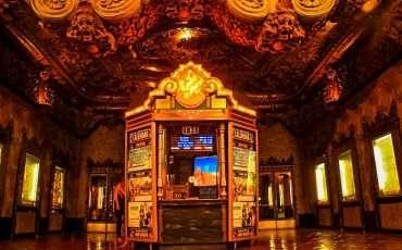 el-capitan-theater-hollywood-boulevard-los-angeles
