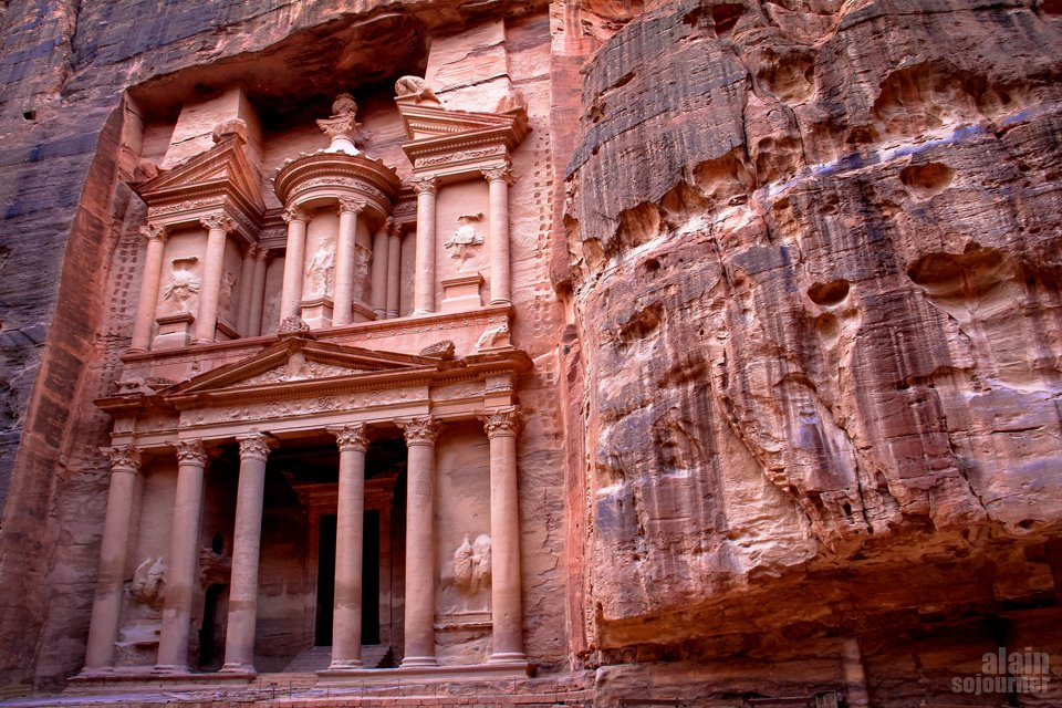 Things to do and see in Jordan The Treasury in Petra.