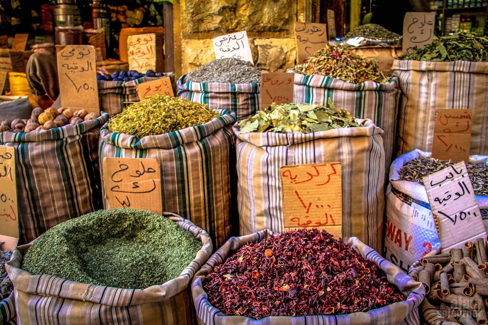 Things to do and see in Jordan: Stroll the markets.