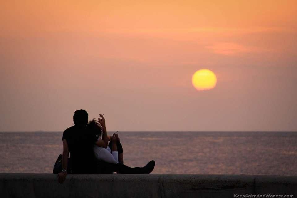 Love in Cuba Havana Lovers in Malecon
