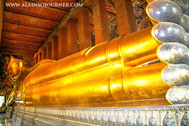 Things to do and see in Bangkok / Guinness Book of Records says that this the world's biggest Reclining Golden Buddha.