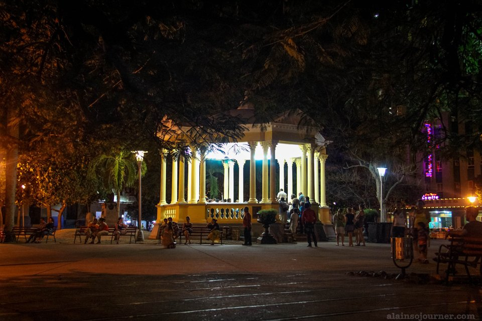Parque Vidal / Visiting Che Guevarra in Santa Clara Cuba