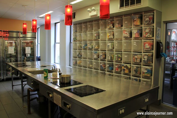 Very organized kitchen and sparkling clean.  / Chicago Getaway Hostel