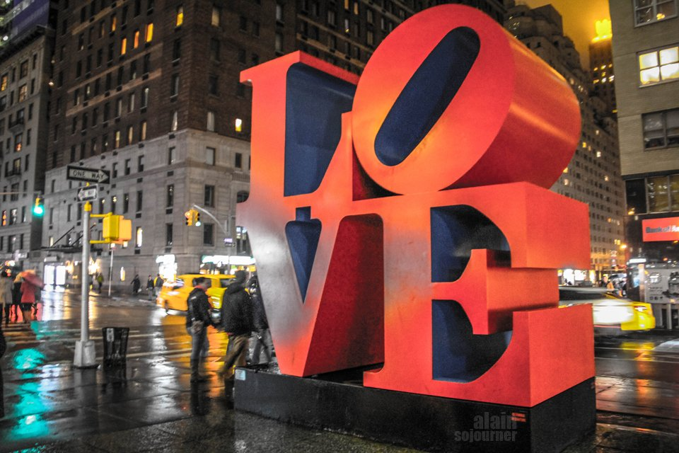 New York Christmas / Love Statue.