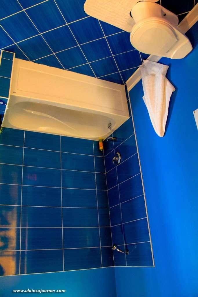 Niagara - Upside Down House Bathroom