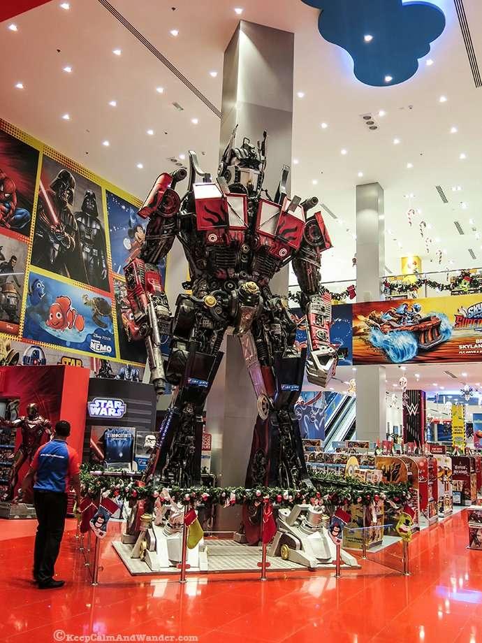 The Robot at Yas Mall / Giant Prime Optimus Transformer Abu Dhabi