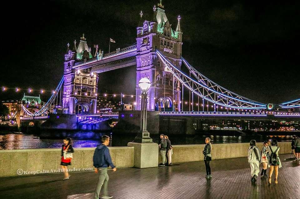 Photos: The Stunning Tower Bridge at Nighttime (London, England).