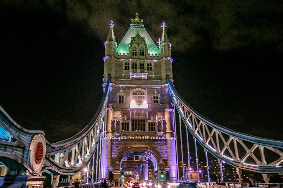 Photos: The Stunning Tower Bridge at Nighttime (London, England).