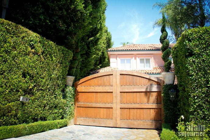 Beverly Hills Tour in Los Angeles Cristina Aguilera House