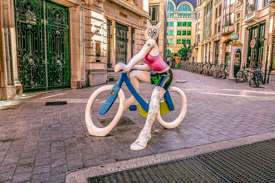 """""""Statue La Chatte a Bicyclette"""" (Cat on a Bike Statue, Brussels, Belgium)."""