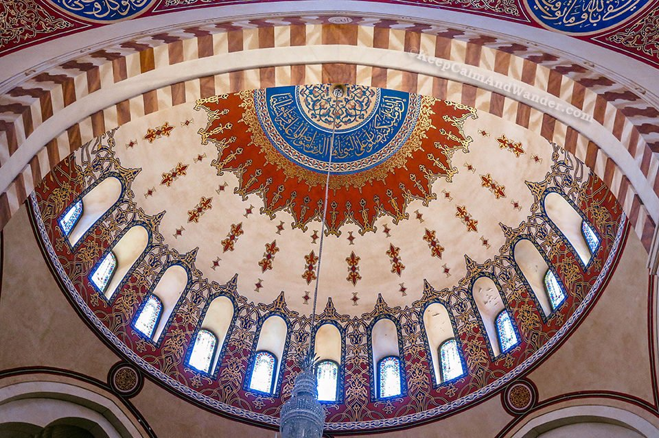 Must-see: Inside Mohammad Al-Amin Mosque (Blue Mosque) in Beirut (Lebanon).