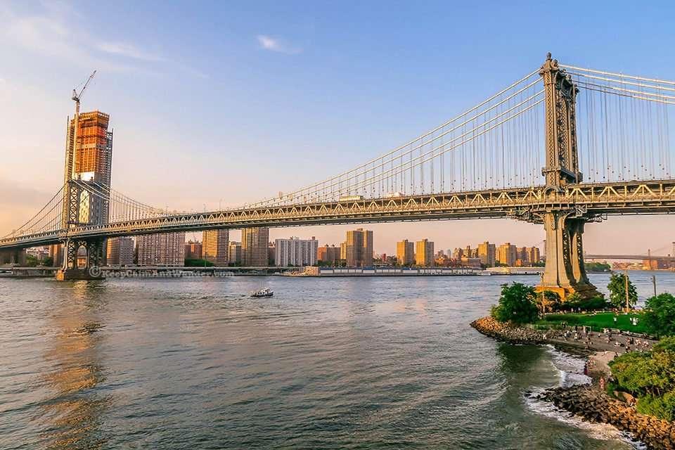 Manhattan Bridge (Dumbo, New York).