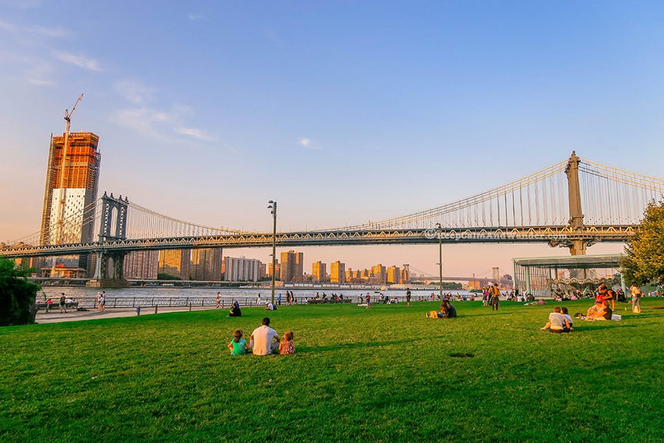 Manhattan Bridges (Dumbo, Brooklyn, New York).