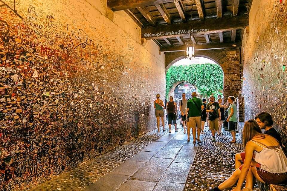 What to See Inside Juliet's House in Verona (Casa de Giuletta - Italy).