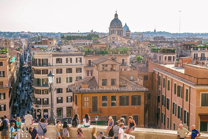 Finding Romance at the Scalina Spagna in Rome (Italy).