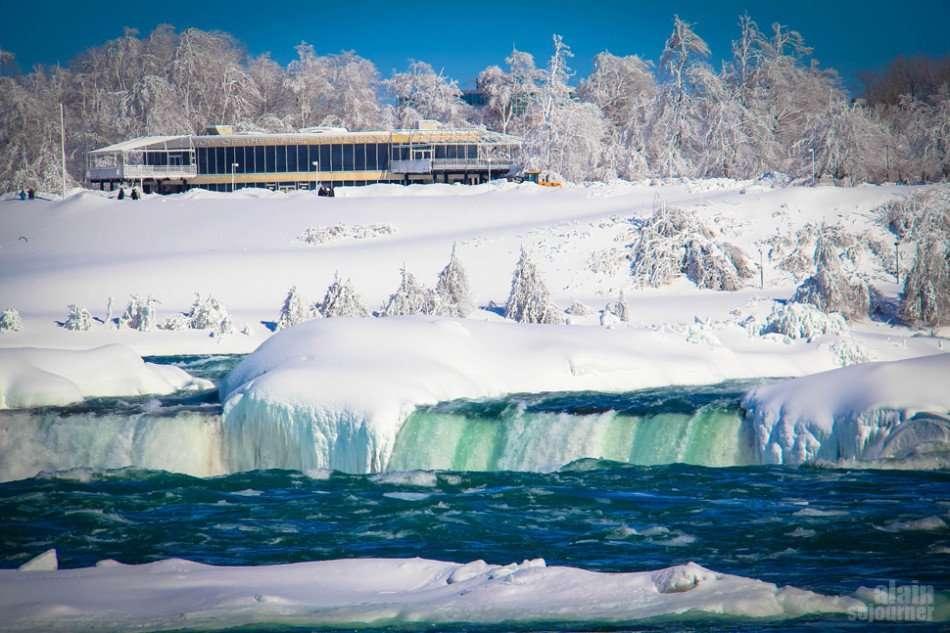Frozen Niagara Fall is Breathtakingly Stunning