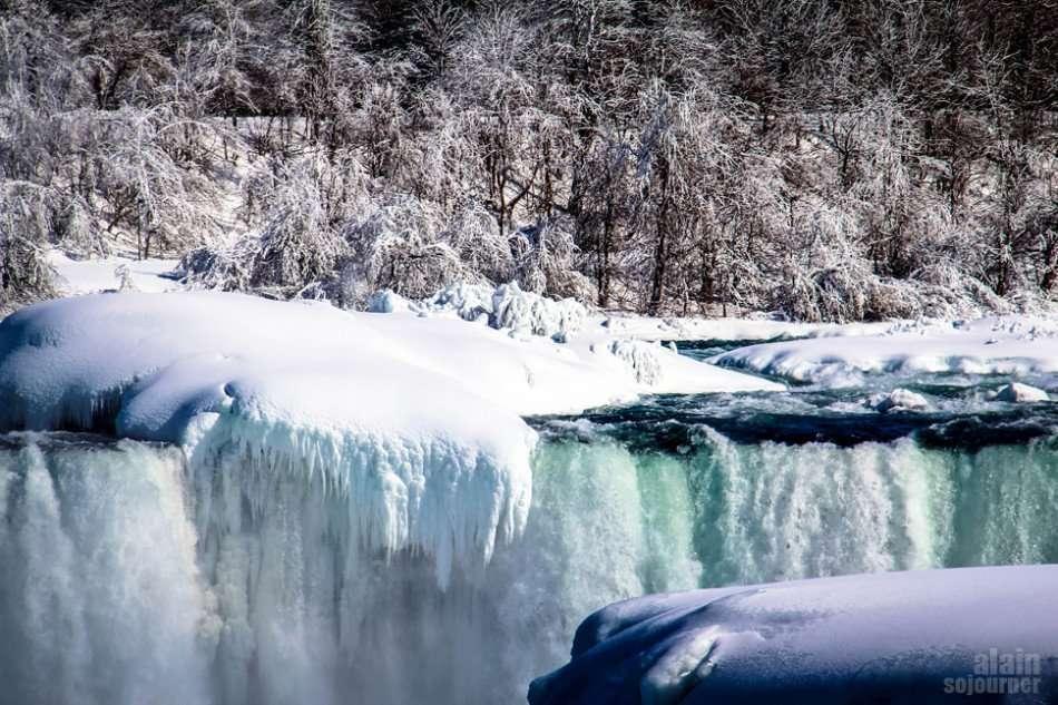 Niagara Falls is Frozen and it's breathtaking!
