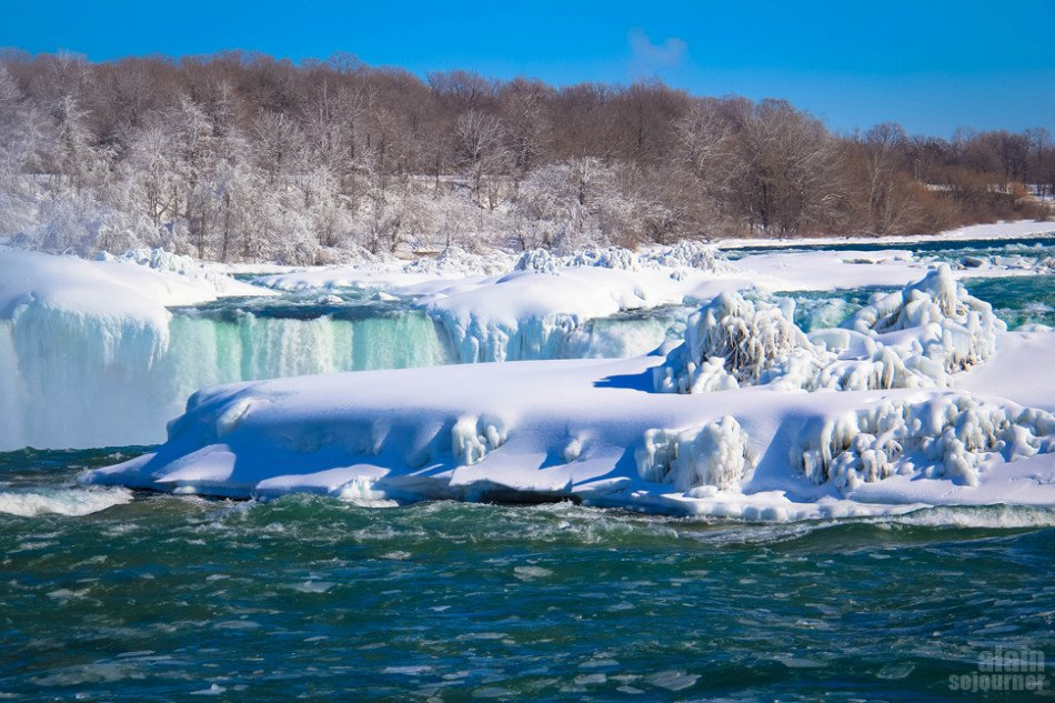 Niagara Falls is Frozen and it's breathtaking!