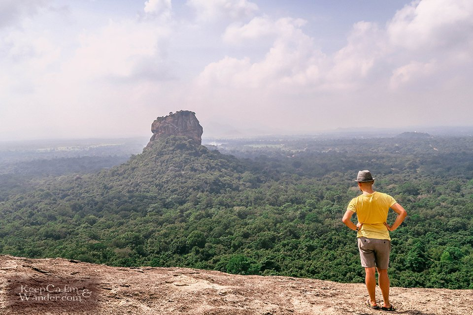 Hiking the Pidurangala Rock in Sigiriya (Sri Lanka).