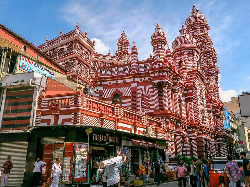 Sri Lanka: What to do and see in Pettah (Jami-Ul-Alfar Mosque in Colombo).