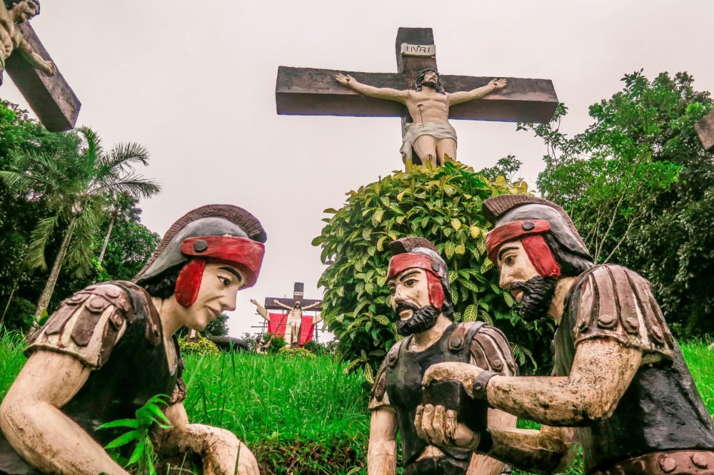 """Kamay ni Hesus in Lucban - the Philippine's Version to """"Christ The Redeemer"""" in Brazil"""