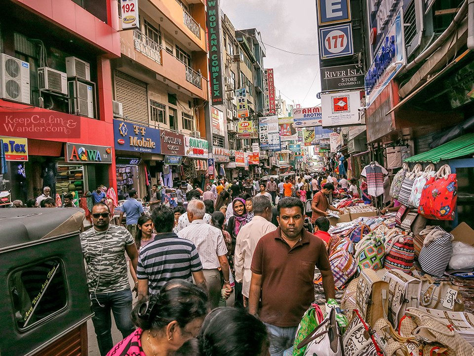 Sri Lanka: Top 9 Things to do and see in Colombo (Peetah Market).