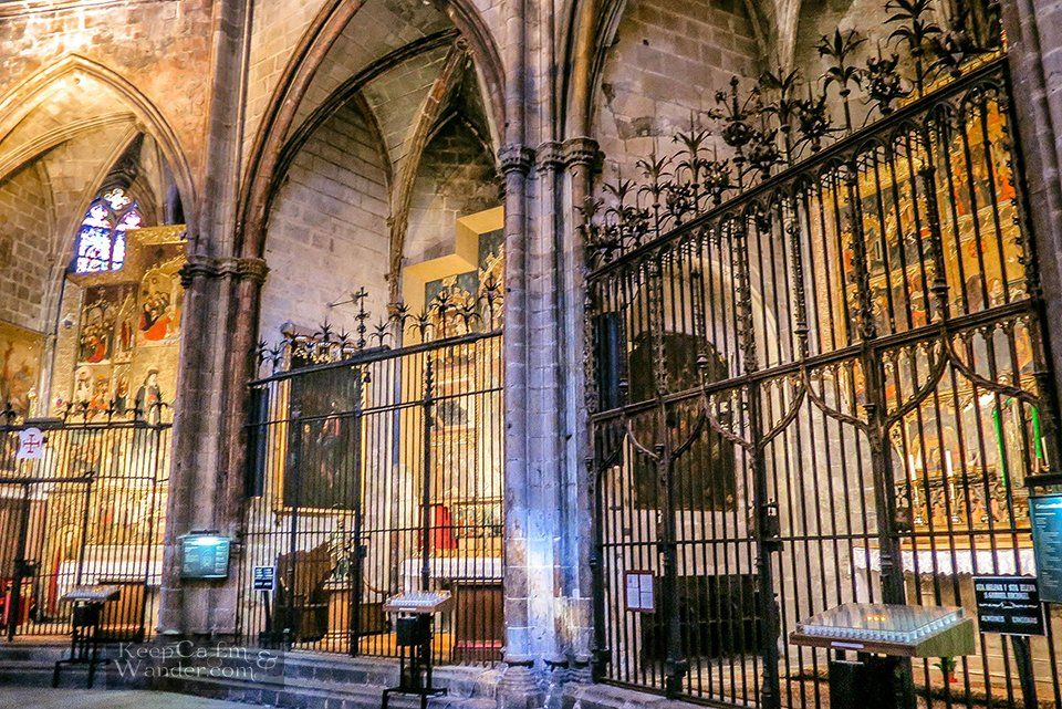 Inside the Magnificent Barcelona Cathedral (Barrio Gothic, Spain)